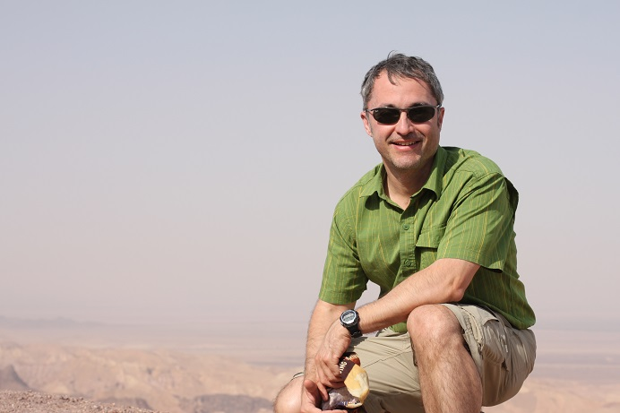 Raul of ilivetotravel.com in Jordan