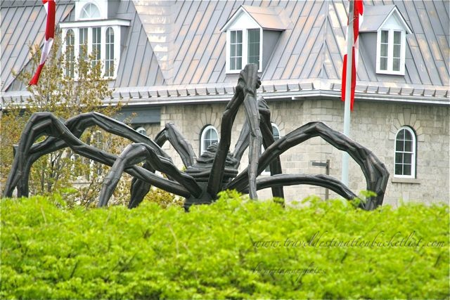 Maman outside the National Art Gallery